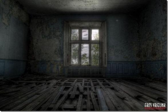 abandoned-castle-belguim-20