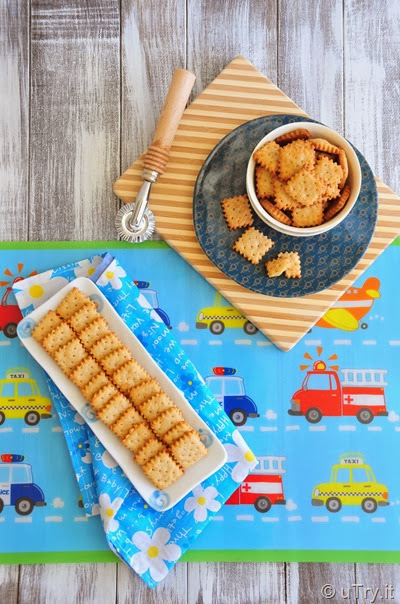 Whole Wheat Parmesan Crackers  http://utry.it  @uTry.it