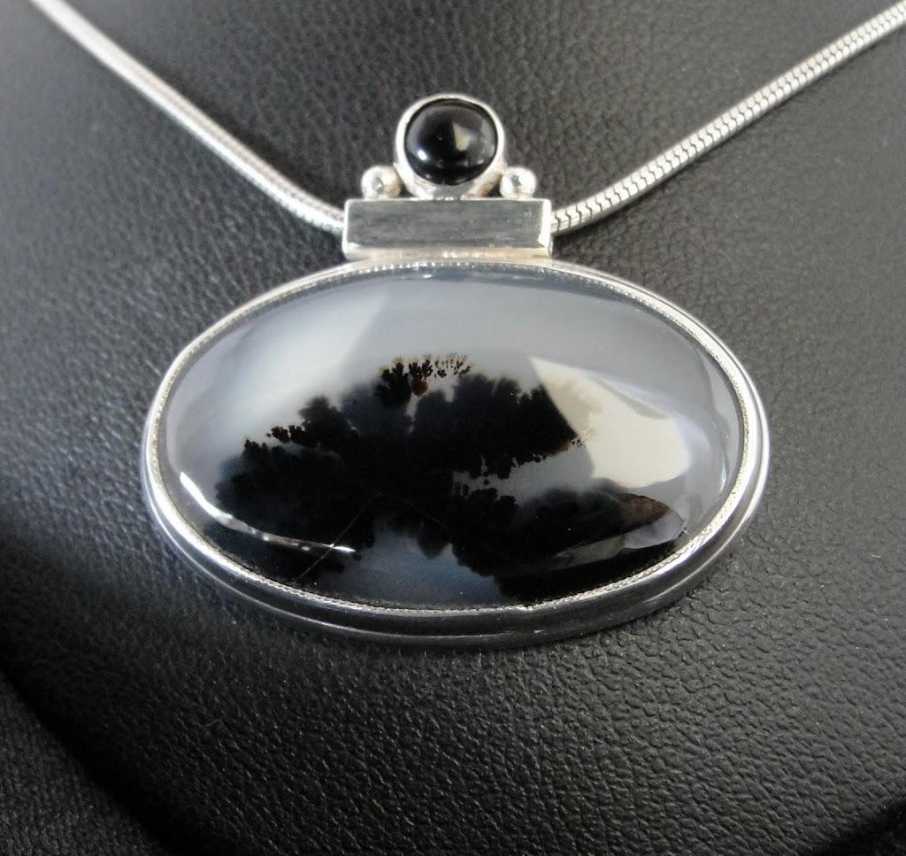 Montana Agate w/Black Onyx.....Sold