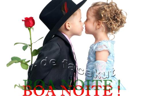 Boa noite menino com rosa beijando a menina