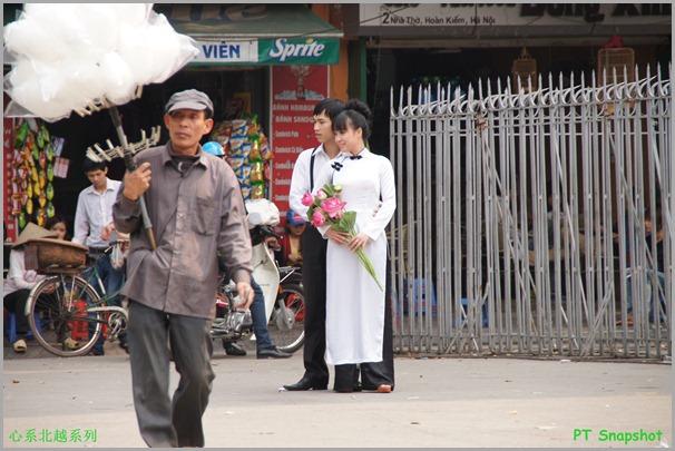 新郎新娘与棉花糖小贩