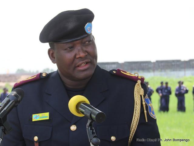 Le commissaire général de la PNC, le général Charles Bisengimana le 22/11/2011 à Kinshasa, lors de la présentation de six bataillons de la Légion nationale d'intervention formés par la Monusco. Radio Okapi/ Ph. John Bompengo