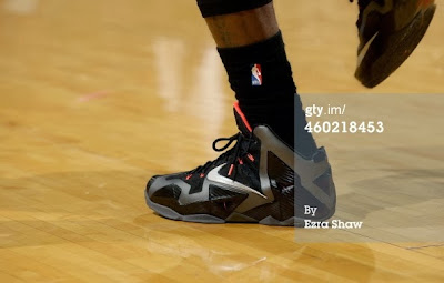 nike lebron 11 pe carbon miami nights 2 06 PE Spotlight: Nike LeBron XI Miami Nights Carbon PE