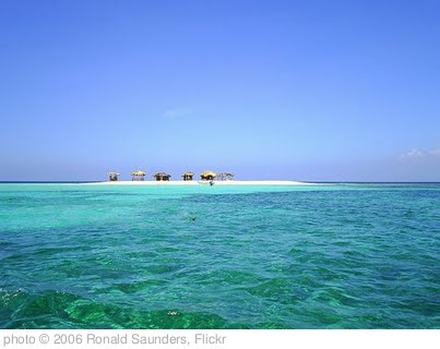 'DOMINICAN REPUBLIC. Desert island.' photo (c) 2006, Ronald Saunders - license: http://creativecommons.org/licenses/by-sa/2.0/