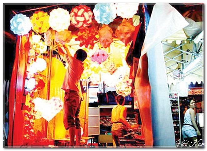 Sắc màu chợ đêm Bến Thành