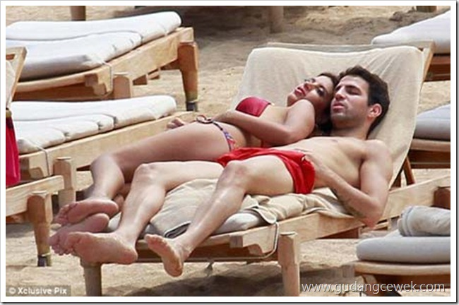Foto Panas Cesc Fabregas Bersama Kekasihnya || gudangcewek.com