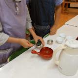 ④茶の量を計っています.JPG