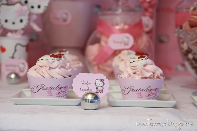IMG_9309_rosa_kakebord_hello_kitty_dessertbord_bursdag