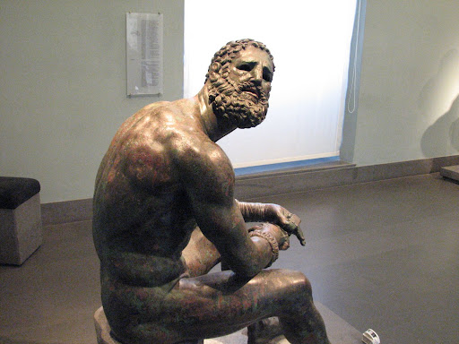 Boxer of Quirinal, side view