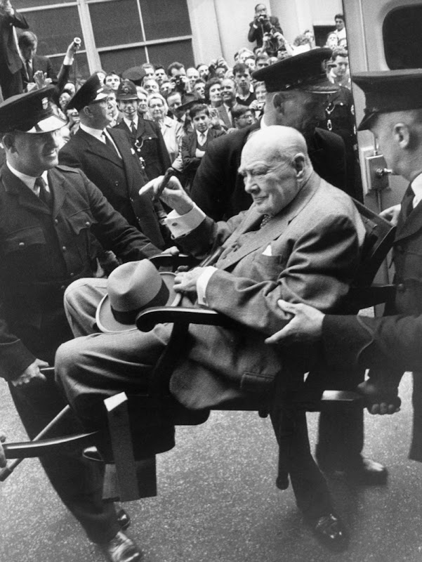 SIR-WINSTON-CHURCHILL-LEAVES-HOSPITAL-LONDON-21-AUGUST-1962.jpg