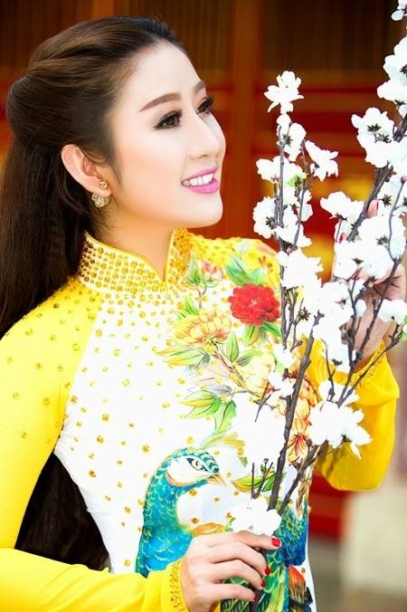 nguoi-dep-mc-kim-trang-len-chua-le-phat (3)