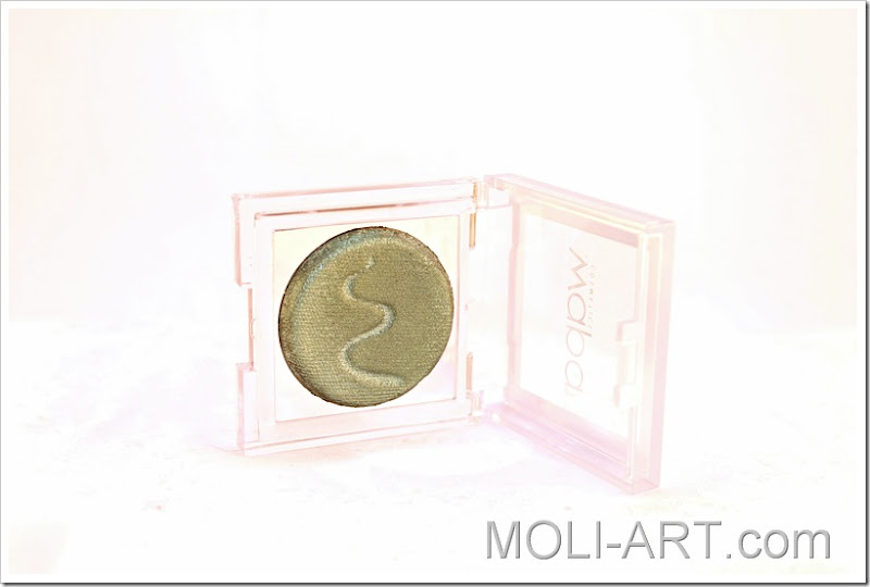 high-performing-eyeshadow-wapa-cosmetics-013-sombra-verde-reflejos