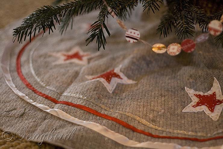 Songbird Christmas Tree  Skirt