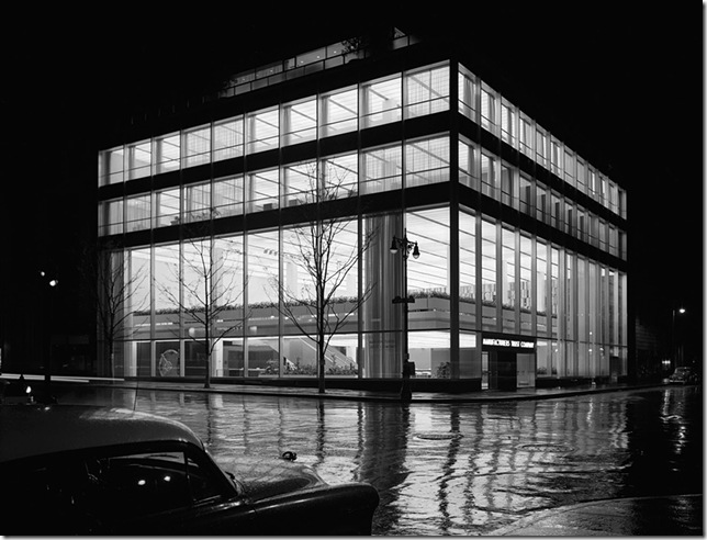 Ezra Stoller_Manufacturer's Trust Company, Fifth Avenue, Skidmore, Owings & Merrill, New York, NY, 1954