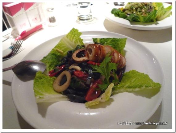 章魚竹炭麵,很健康,調味也蠻有味道的,中等