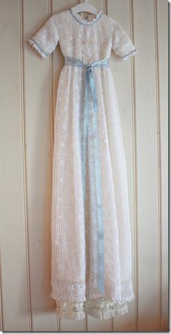 Håndlaget dåpskjole heklet blonder IMG_2211