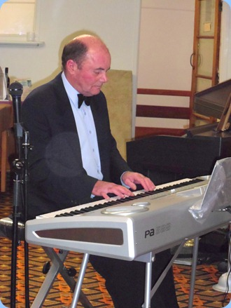 Our special guest artist for the evening was Peter Parkinson. Peter brought along a Korg Pa588 fully-weighted 88 note arranger piano. Peter is the Manager of Music Planet Botany (09) 265 0230. Wonderful orchestrations and wonderful choice of music and impeccably presented!
