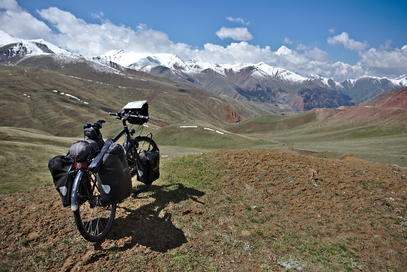 Kyrgystan, looking down before a 2000 meter descent