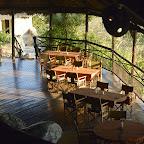Ruaha River Lodge, Blick vom Obergeschoss auf den offenen Hauptbereich © Foto: Ulrike Pârvu | Outback Africa Erlebnisreisen