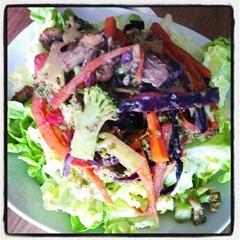 3 Gemüsepfanne mit Tahini-Soße und Quinoa auf Salat