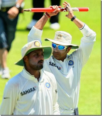 Sachin Tendulkar salutes the crowd as Harbhajan Singh walks by during day 4 of the 2nd Test match