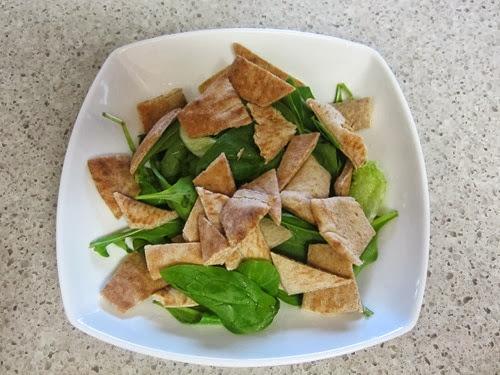 greek pita salad 043