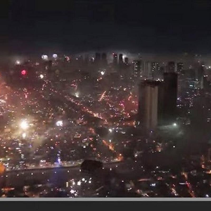 Πυροτεχνήματα πάνω από το μετρό Μανίλα NYE 2014