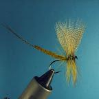 Tułów, przewijka – jak wyżej  Ogonek – kilka promieni mallard  Jeżynka – jw.  Skrzydełka – piersiowe pióra kaczora krzyżówki