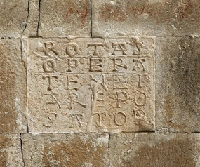 Palindromo latino: sator arepo
