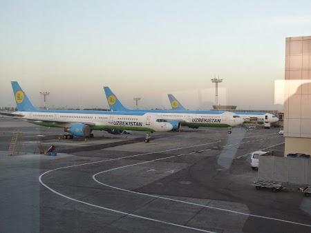02. Uzbekistan Airways.JPG