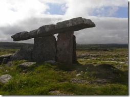 Dolmen 1420827_Poulnabrone-Dolmen-Ancient-Irish-Stone-Structure_620