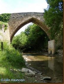 Puente medieval sobre el Elortz
