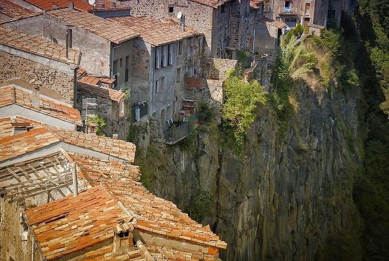 castellfollit-de-la-roca-4