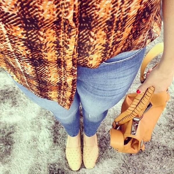 look básico jeans e camisa estampada (2)