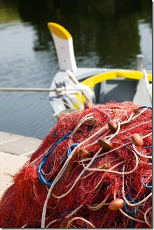 1694115-el-comercio-y-la-industria-rojo-las-redes-de-pesca-y-barcos