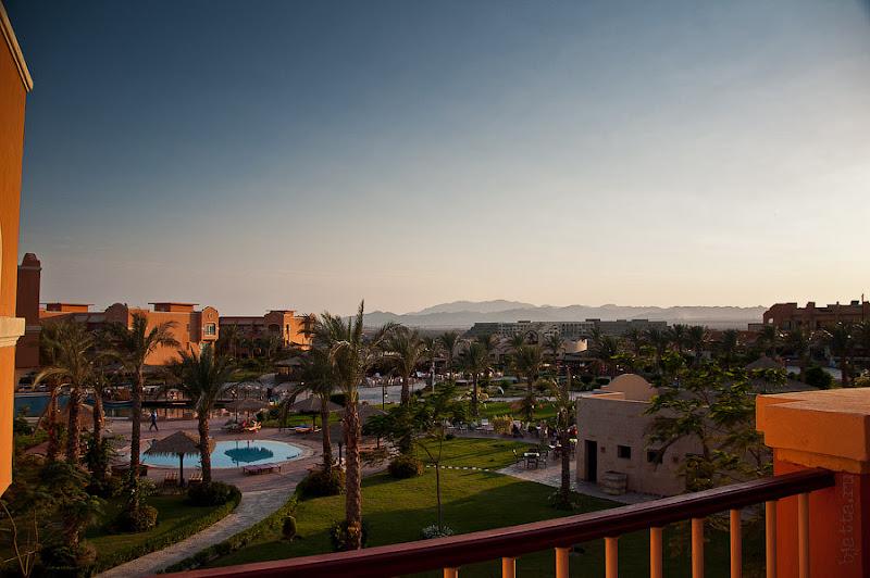 Отель Caribean World Resort Soma Bay. Хургада. Египет. Закат, совершенно мягкий и уютный свет, располагает к виски на балконе.