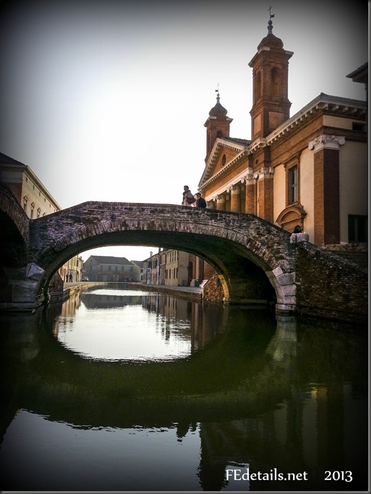 Il Ponte degli Sbirri, Foto1, Comacchio, Ferrara, Emilia Romagna Italy - The Bridge of the Sbirri, Photo1, Comacchio, Ferrara, Emilia Romagna Italy - Property and copyrights of FEdetails.net  (c)