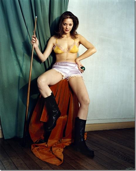 Bettina Rheims_ La-sublime-joueuse-de-billard-Marion-Cotillard-Juin-2002-Maisons-Lafitte1