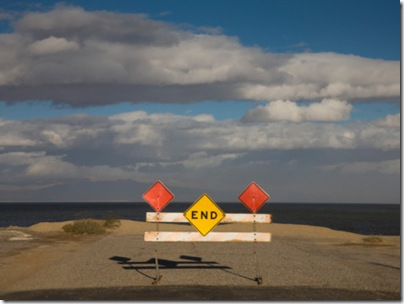 end-road-sign-in-desert-salton-sea-salton-city-imperial-county-california-usa