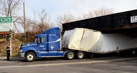 syracuse-ny-semi-truck-crash-with-railroad-bridge.jpg