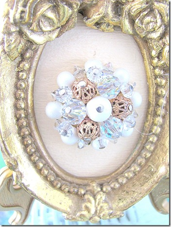 EARRING IN FRAME