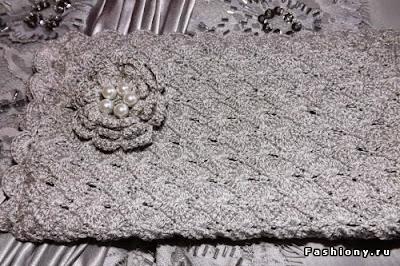 gray clutch crochet