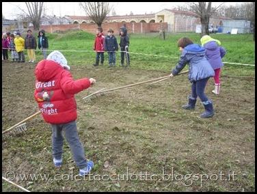 I bambini delle classi 1° della Scuola Primaria di Padulle piantano il grano! (32)