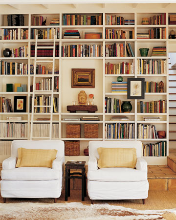 Even smaller libraries look great with ladders. (Martha Stewart Living, September 2005)