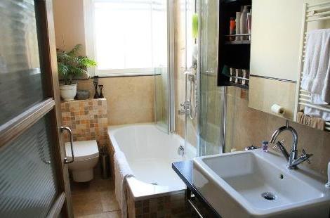 kleines badezimmer renovieren. Black Bedroom Furniture Sets. Home Design Ideas