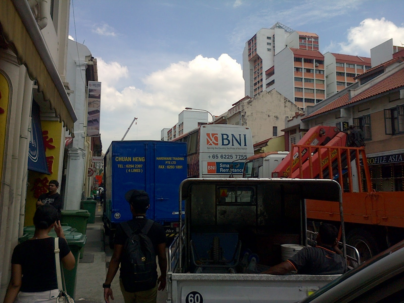bangga deh pas liat bank bni ada promosinya di bus sbs transit