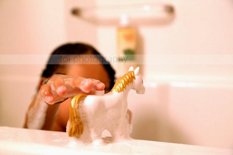cavallo fa il bagno