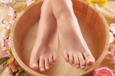 Por que os pés têm mau cheiro