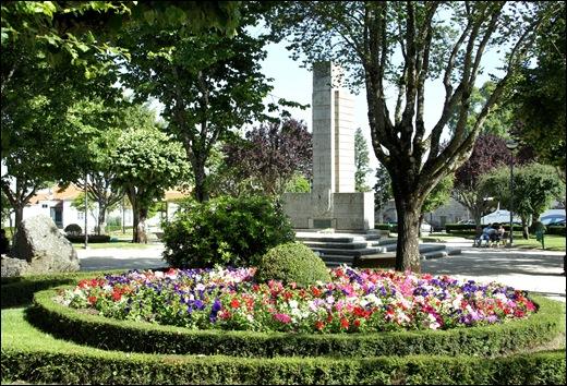 Gloria Ishizaka - Guarda - Jardim municipal