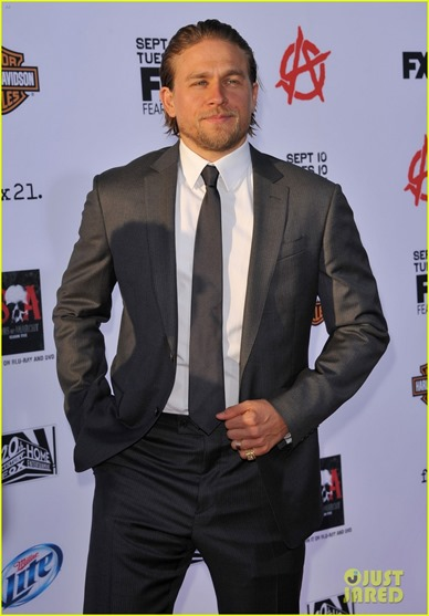 charlie-hunnam-talks-fifty-shades-of-grey-for-first-time-06